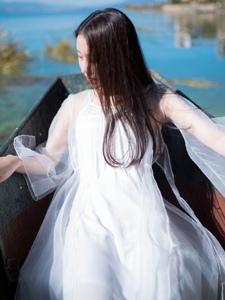 清新户外唯美白裙侧颜少女温馨写真