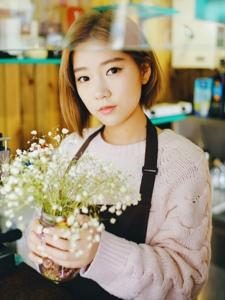 奶茶店的清纯甜美短发小妹阳光养眼活力十足