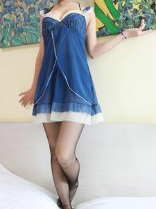 网袜睡裙美女Uni惹火性感的私房写真