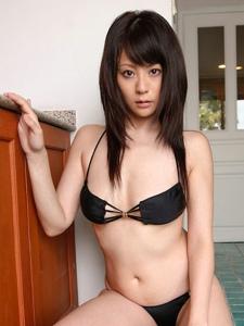 日系性感内衣美女爱田奈奈丰满乳沟诱惑写真