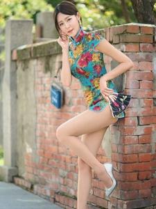 性感旗袍美腿高跟肉丝美女高挑迷人写真