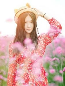 阳光甜美中分长发妹子花丛靓丽迷人写真