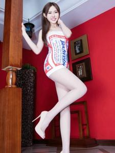 Queenie展示女人的柔美和娇媚美腿魅力十足