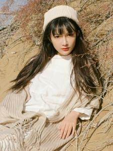 刘海樱桃小嘴美女阳光温馨迷人写真