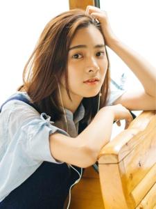 漂亮的素颜短发女孩文艺范迷人阳光写真