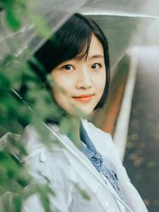 清新短发雨伞女孩雨季甜美迷人写真