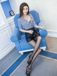 短裙美女格格污巫黑丝美腿高跟诱惑写真