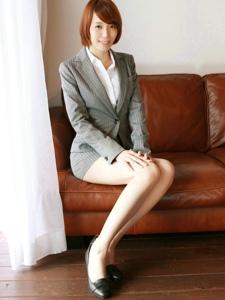 日系白领性感御姐高跟肉丝迷人写真