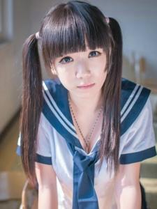 教室里的制服双马尾女生清新甜美粉嫩阳光动人