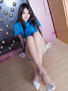 蓝色超短裙性感美眉肉色丝袜穿着如此诱惑