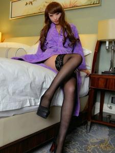气质高跟美女模特黑丝美腿写真诱惑十足