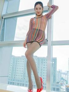 极品性感丝袜美女大展S型身材写真