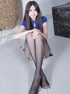 包臀短裙美女Vicn黑网袜美腿撩人诱惑写真