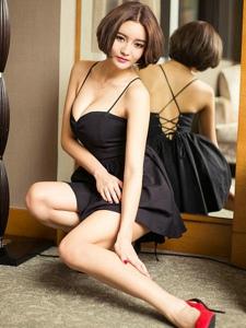 极品高跟鞋美女撅臀露底性感美腿俏丽写真