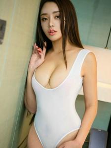 诱人翘臀大长发美女黛丝羽高挑身材性感无比