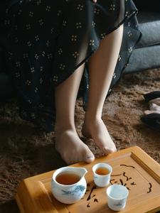 气质美腿模特肉丝俏丽私房温馨写真