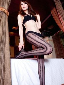 修长美腿黑丝袜性感迷人私房写真