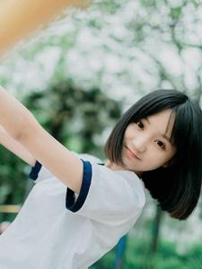 日本短发清纯美少女操场外运动装甜美写真