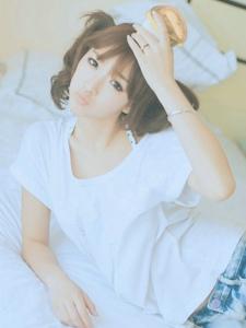 白色柔光下清纯唯美小女孩朦胧写真