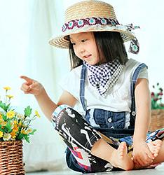 带花的女孩儿  作者:北京黑光出品