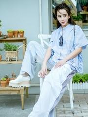 杜若溪夏日街拍曝光 女神演绎睡衣风时尚