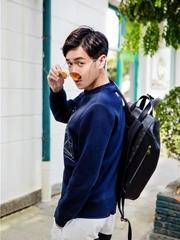张若昀少年进行时 漫步街头变韩系漫撕男