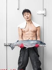 佟大为大秀人鱼线 六块腹肌变性感厨男