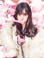 准辣妈Angelababy登杂志封面 配粉红豹依然娇俏