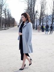 蔡卓妍亮相巴黎时装周展优雅女人味