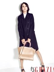 佟丽娅秀美腿 身披大衣展熟女风范