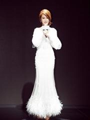 杨紫变高冷女神 穿薄纱白裙甜美性感