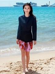 Angelababy海边沙滩秀美腿