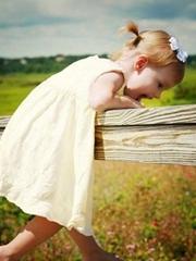 四岁小女孩蘑菇头发型