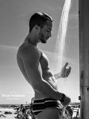 男模肌肉展示图片