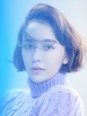 吕佳容全新光影梦幻写真 精致慵懒气质迷人