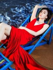 吕佳容海滩写真 一袭红裙性感撩人