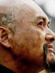 巨星周润发电影中的头部龙纹身