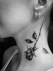 性感的黑灰色花卉纹身图案来自纹身师塔利