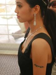 明星蔡依林手臂上美丽简单的图腾刺青