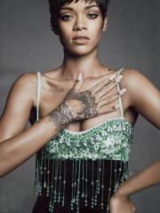 明星蕾哈娜手部海娜图腾纹身