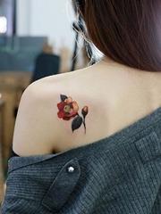 女性喜欢的清新漂亮的花朵纹身图案