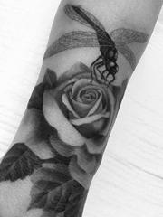 静止的时间里黑灰色素描纹身动物和花朵纹身图案