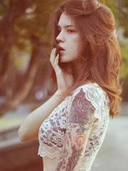 迷人少女手臂艺术图腾刺青