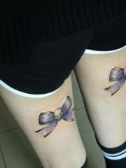 女生腿部时尚的蝴蝶结彩绘纹身图案