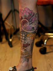 小腿彩绘牡丹花个性纹身