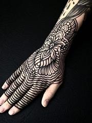 16款神圣的黑色点刺纹身几何花纹身图案