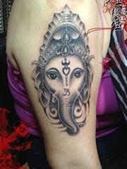 手臂象神纹身图案