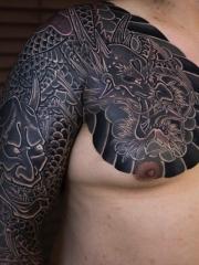 男性超级霸气的个性半甲邪龙纹身图案