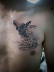 胸部个性鲸鱼纹身图案