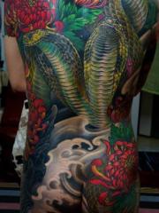 美女满背臀部腿部菊花双头眼镜蛇纹身图案